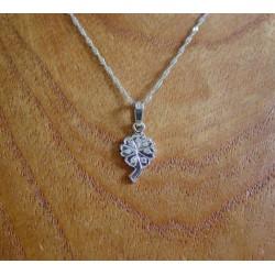 Hanger ~ FIORE Witgouden 14 karaats bloem hanger met Diamant