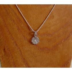 Hanger ~ Witgouden 14 karaats bloem hanger met diamant