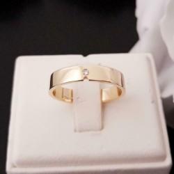 Ring ~ Gouden 14 karaats gladde Ring met Diamant
