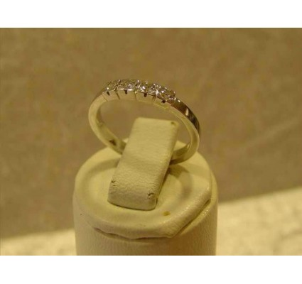 Ring ~ Witgouden 14 karaats Ring met 4 Diamanten