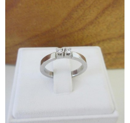 Ring ~ Witgouden 14 karaats Rijring met 2 Diamanten