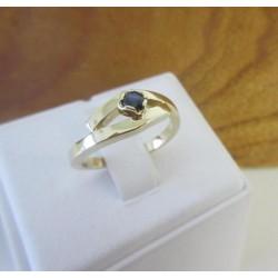 Ring ~ Gouden 14 karaats Design Ring met Saffier