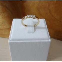 Ring ~ Gouden 14 karaats gladde Rij ring met 3 Diamanten