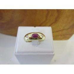 Ring ~ Gouden 14 karaats ring met robijn en zirconia