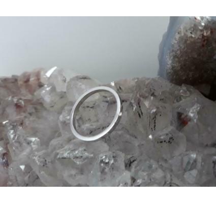 Ring ~ Witgouden 14 karaats gladde ring met 1 diamant