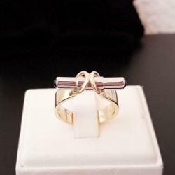 Ring ~ SANDRA Gouden 14 karaats ring met Saffier