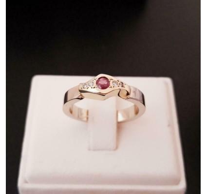 Ring ~ Gouden 14 karaats Ring met Robijn en Diamanten
