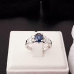Ring ~ Witgouden 18 karaats Ring met Saffier en Diamanten