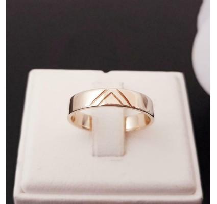 Ring ~ Gouden 14 karaats Gladde klassieke Ring met een subtiele Motief Design