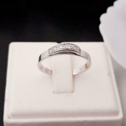 Ring ~ Witgouden 14 karaats Ring met Diamanten
