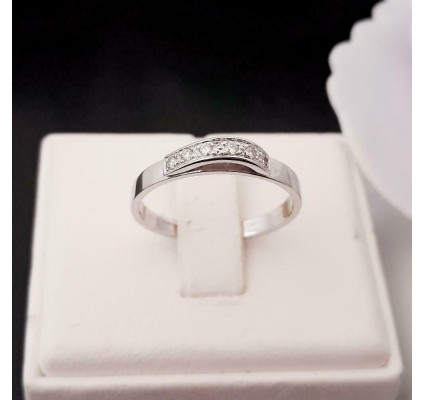 Ring ~ Witgouden 14 karaats Ring met Diamanten