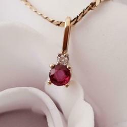 Hanger ~ Gouden 14 karaats wit- & geelgouden hanger met Robijn & Diamant