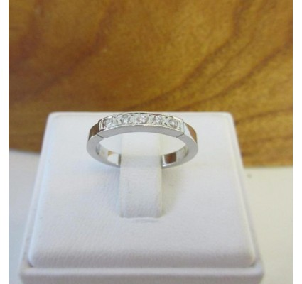 Ring ~ Witgouden 14 karaats Ring met 5 Diamanten