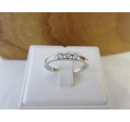Ring ~ Witgouden 14 karaats Rijring met 3 Diamanten