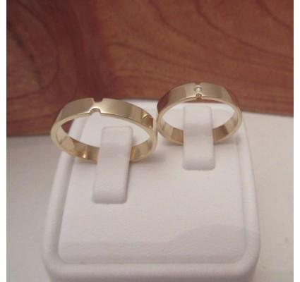 Trouwringen ~ Gouden 14 karaats trouwringen met Diamant