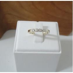 Ring ~ Gouden bicolor (wit- en geelgouden) ring met Diamanten